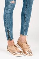 Šněrovací dámská obuv s růžovou lesklou špičkou