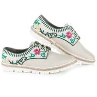 Dámská obuv s květinovou vyšívkou bílá
