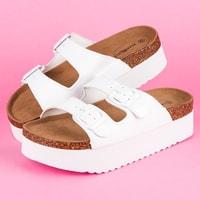 Bílé pantofle se dvěmi přezkami