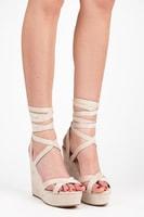 Vázané sandály na klínu béžové