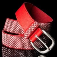 Červený pásek s kamínky