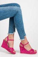 Růžové sandály na klínu