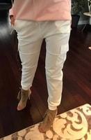 Módní bílé kalhoty s kapsami