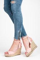 Růžové sandály na klínu se cvoky