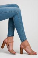 Ažurové sandály na podpatku béžové