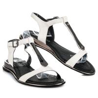 Bílé sandály na plochém podpatku
