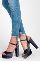 Sandály na sloupkovém podpatku šedé