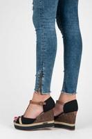 Letní obuv na klínu černá