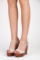 Semišové hnědé sandály na klínu béžové