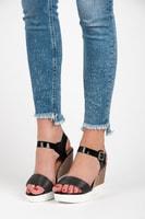 Černé sandále na klínku