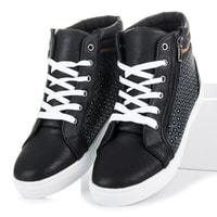 Černé sportovní boty