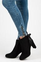 Vysoké kotníkové boty se stužkou černé