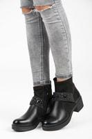 Černé kotníkové boty na platformě