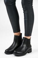 Černé boty na podzim