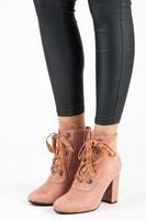 Elegantní kontíkové boty se šněrováním růžové