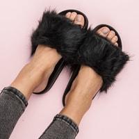 Černé domácí pantofle fluffy