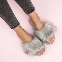Šedé domácí pantofle fluffy