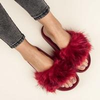 Červené domácí pantofle fluffy