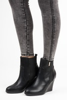 Černé kotníkové boty na klínu