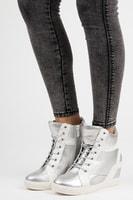 Vázané kotníkové boty na klínu