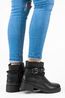 Černé kotníkové boty se sponou