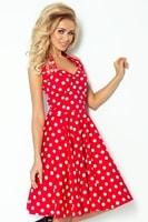 Červené šaty se širokou sukní s bílými puntíky