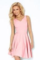 Pastelově růžové šaty se srdcovým výstřihem a širokou sukní