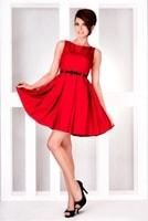 Dámské šaty se skládanou sukní červené