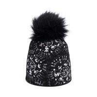 Dámská zimní čepice s bambulí černá