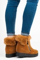Semišové kotníkové boty na klínu