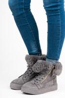 Semišové kotníkové boty na platformě šedé