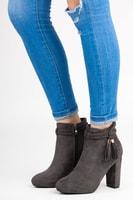Semišové kotníkové boty s třásněmi