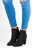 Semišové kotníkové boty na sloupku černé