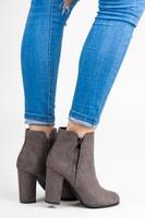 Semišové kotníkové boty na sloupku šedé