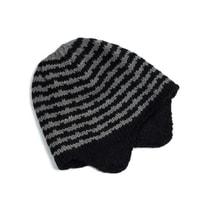Pruhovaná čepice s ušima černá